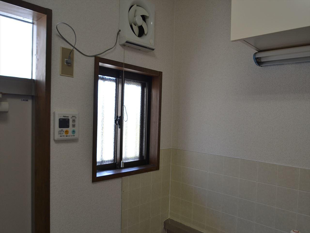 キッチンの近くに換気扇と窓があるので、ニオイが滞りません。