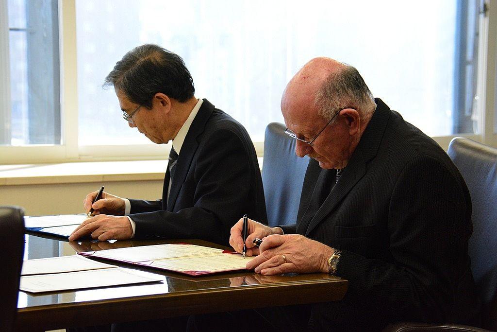 広島大学とマイクロン・テクノロジーが「研究・教育費支援」について協定を結ぶ